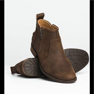 Ugg Aureoles II leather boot